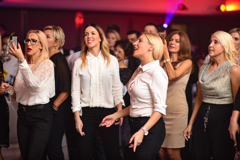 Proslava 25 godina kompanije DIM Trade u organizaciji Event Plannera i Ane Aleksić; gosti uživaju u programu